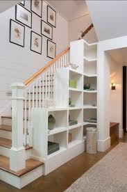 In flur und treppenhaus benötigst du eine helle grundbeleuchtung. Treppenaufgang Gestalten Und Die Wand Im Flur Mit Stil Hervorheben