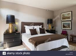 Malm Truhe Von Ikea In Schlafzimmer Mit Paar Vergoldete Lampen