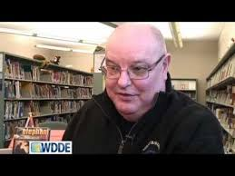Visiting author Roland Smith seeks to strengthen reading habits - YouTube