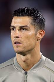 He used to sport a large mass of slightly blonde curls over his shorter, darker, undergrowth. The Ultimate Collection Of The Best Cristiano Ronaldo Haircut Ideas