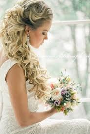 大きなカールとつやありアレンジのブライダルヘアが可愛い Marry