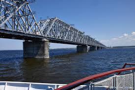 Мосты Ульяновска Императорский vs Президентский история  Первоначально мост был железнодорожным позже к нему пристроили автомобильные трассы Императорский мост относится к балочным конструкциям
