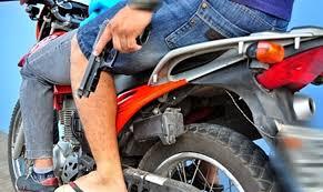 Resultado de imagem para ladroes de moto pop rouba celula