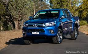 2016 Toyota HiLux SR5 V6 review (video) | PerformanceDrive
