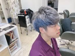 メンズのブリーチ髪色からホワイトグレーにブルーのインナーカラー Mio
