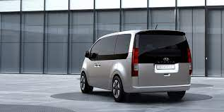 Der neue Hyundai STARIA startet als luxuriöser Van