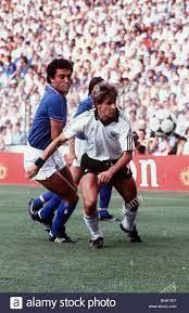Coppa del Mondo di calcio 1982 in Germania Ovest 3 Francia 3 dopo un tempo  supplementare la Germania Ovest vince ai rigori Pierre Littbarski Foto  stock - Alamy