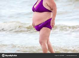 """Résultat de recherche d'images pour """"photo grosse femme noir maillot de bain"""""""