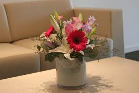 office flower arrangements. whether you need succulents for your reception area waiting table orchids or large front desk flower arrangements we have a widerange of design options office d