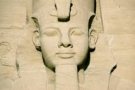 photo essay statue head on abu simbel temple