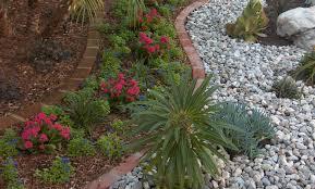 Backyard Rocks Bark Mulch Vs Rock Mulch Which Is Better Gt Landscapes