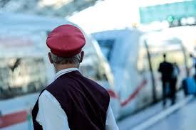 Wir erklären, welche rechte kunden bei ausfall und verspätung haben. Deutschen Bahn Streik Lauft Was Reisende Wissen Mussen Express
