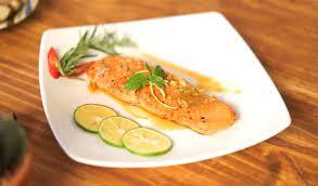 3 cách làm cá hồi áp chảo sốt bơ chanh và sốt cam thơm ngon, đậm đà