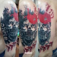 фото татуировки сталкер в стиле трэш татуировки на плече