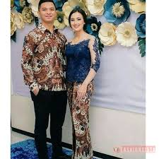 Baju kebaya dengan menggunakan unsur brokat menjadi salah satu paduan yang sangat tepat. 91 Gambar Baju Couple Model Brokat Paling Keren Modelbaju Id