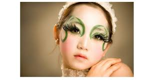 you are good about beauty trends creating new looks and working with various cool clients every makeup artist dream job is to work with famous and cool