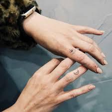 тату на пальцах для девушек 47 невероятно красивых и стильных идей