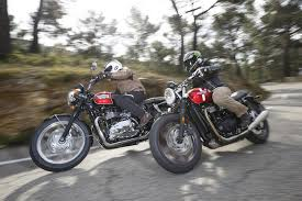 triumph street twin and triumph bonneville t100 in side by side