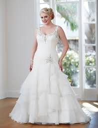 the best wedding dress styles for the curvy bride