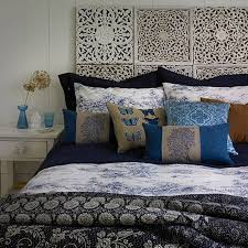 No Headboard Bed Home Design And Decor Decorating Beds Without Headboards Design