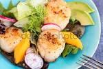 Салат из морского гребешка с авокадо