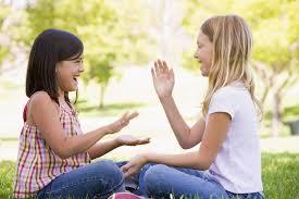 ¿quieres enseñar a tu hijo cómo se juega al escondite, a saltar la comba o al juego del pañuelo? Canciones Y Juegos De Palmas Y Manos Video Juegos Tradicionales