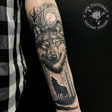 волк в лесу сделано в Inkfactory