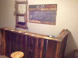Bar Made Out Of Pallets Diy Pallet Bar Sign Glass Rack And Chalkboard Sht That Makes