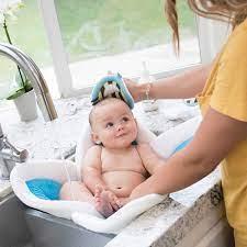 Nhiệt độ nước tắm cho trẻ sơ sinh như thế nào thích hợp, lưu ý gì
