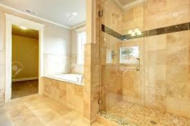 Beight Und Weiße Badezimmer Mit Wanne Weiß Beige Fliesen Glastür