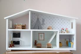 homemade dollhouse furniture. Poppenhuis Lundby, Opknappen, Behangetjes Poppenhuis, Lundby Dollhouse Homemade Furniture