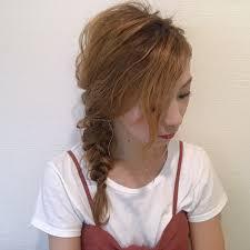 女っぽさ満点片側横流しワンサイドヘアのやり方アレンジ方法など