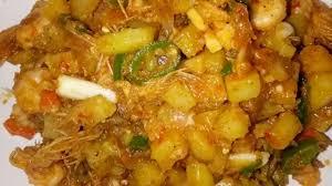 Panaskan minyak goreng, goreng langsung ikan tanpa bumbu. Sambal Goreng Kentang Dan Udang Dimanaja Com