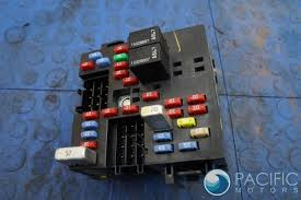 hummer page 8 pacific motors fuse box block turn signal hazard light 15266952 hummer h2 suv sut 2005 07