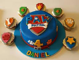 paw patrol vanilla birthday cake with matching cupcakes