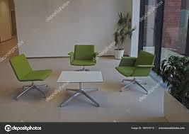 Business Meeting Raum Drei Grüne Stühle Und Quadratischer