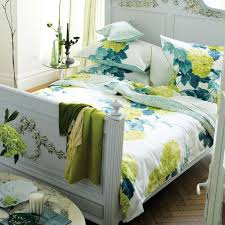a striking and sophisticated climbing array of hydrangea flowers make for an exquisite contemporary bed quilt cover setswhite quiltsdesigners guildguest