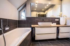 Badezimmer Grau Weiß Holz Badezimmer Badezimmer Braun