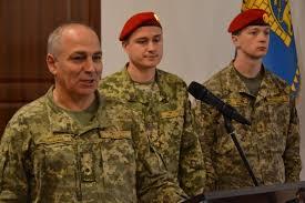 Под звуки гвардейского оркестра вручили дипломы будущим военным  фото автора <>