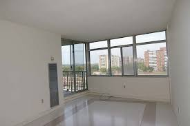 Scarborough+apartments+for+rent%2c+25+baymills+Rd%