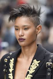 Coiffures Femme Afro à Faire Sur Cheveux Courts Coiffure