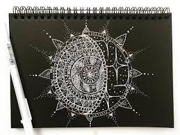 мандала солнце луна белой и цветной ручкой на чёрной бумаге очень