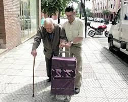 Resultado de imagen para hijo dando de comer a su padre anciano