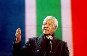من كان نيلسون مانديلا؟
