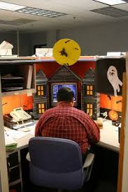 attractive manly office decor 4 office cubicle. Halloween Cubicle   This Guy Is Serious About Halloween. William Rogers Flickr. IdeasDecorating Ideas For Office Attractive Manly Decor 4