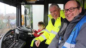 Three-year-old Artie gets behind the wheel of bin lorry after crews 'forgot  to wave back to him' - Nottinghamshire Live