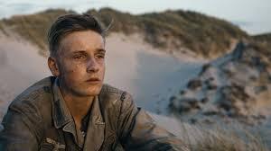 Louis Hofmann (interpreta Sebastian Schumann) nel film Land of mine - sotto  la sabbia - ParlandoSparlando