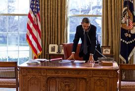 desk in oval office. Free, Public Domain Image: President Barack Obama Standing At His Desk And Talking On The Phone In Oval Office