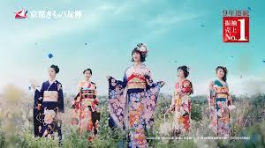 5人の浜辺美波が花びらに包まれる 女優浜辺美波さん出演 京都きもの