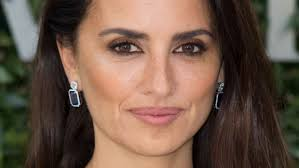 from faux freckles to graphic eyeshadow 17 of the best skin hair and makeup looks lately penélope cruz